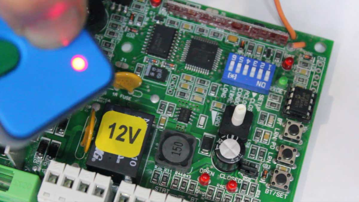 How to program / enroll a remote into a DTS 512 Gate motor / receiver